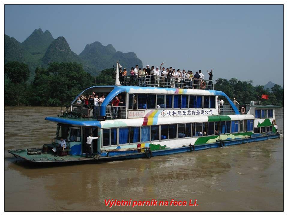 Výletní parník na řece Li.