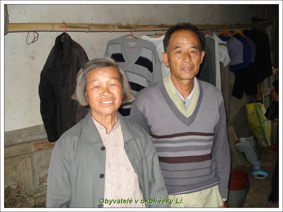 Obyvatelé v okolí řeky Li.