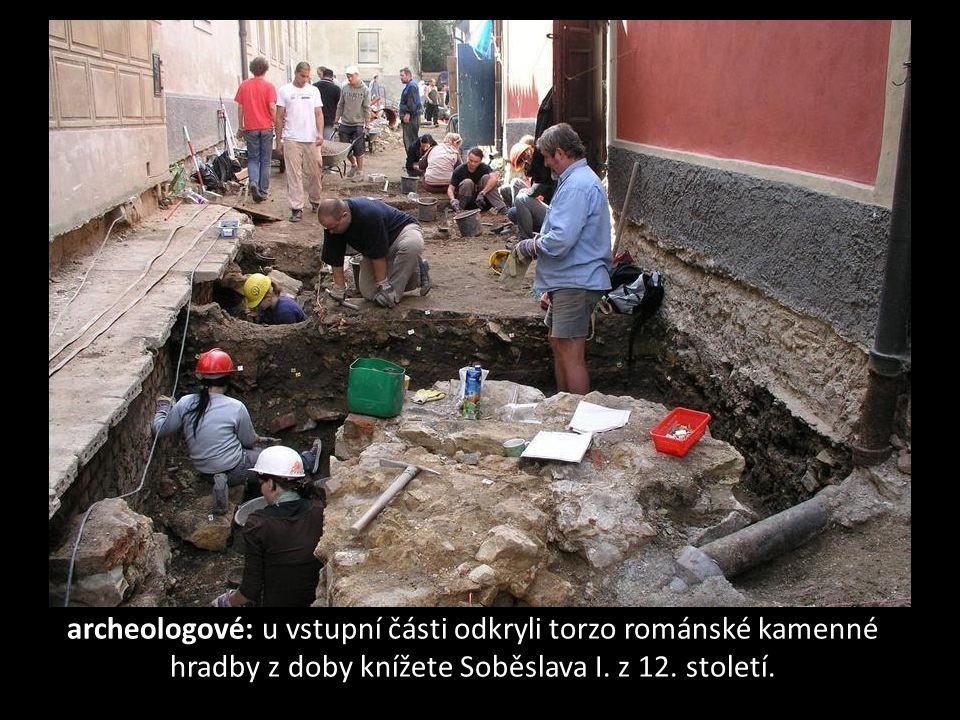 Stavbaři při rekonstrukci budou kopat do hloubky až šest metrů.