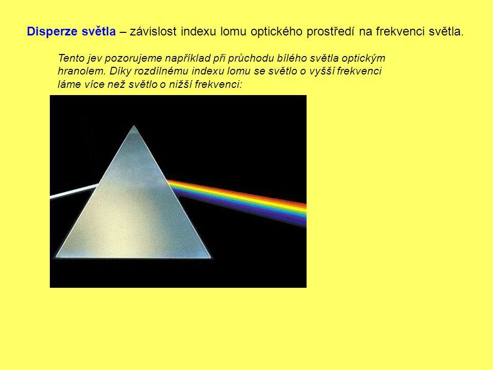 Tento jev pozorujeme například při průchodu bílého světla optickým hranolem. Díky rozdílnému indexu lomu se světlo o vyšší frekvenci láme více než svě