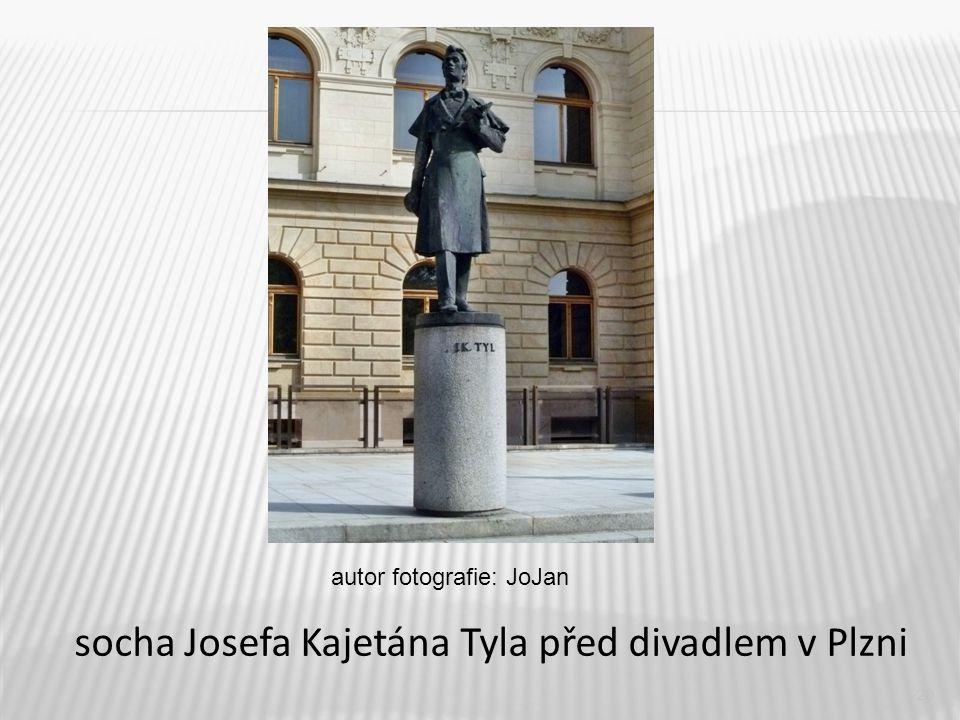 20 socha Josefa Kajetána Tyla před divadlem v Plzni autor fotografie: JoJan