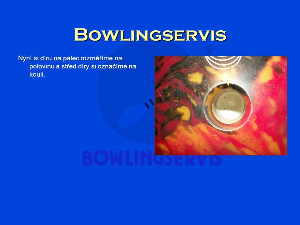 Bowlingservis Mezeru mezi dírami pro prsty si rozdělíme na polovinu a opět označíme.