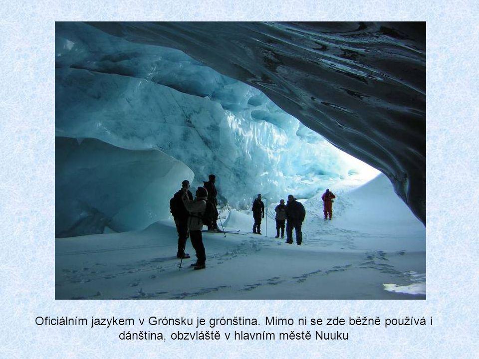 Od roku 1987 v Nuuku sídlí i Grónská universita. Se svými 150 studenty patří k nejmenším na světě