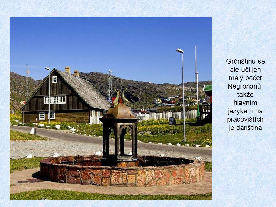Grónštinu se ale učí jen malý počet Negróňanů, takže hlavním jazykem na pracovištích je dánština