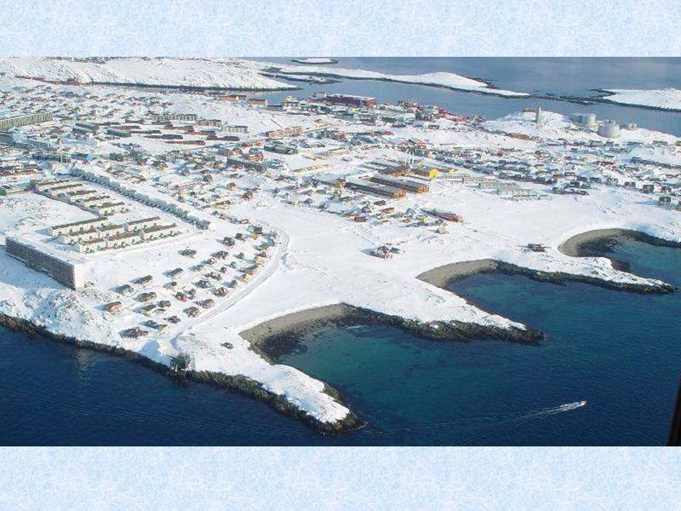 Mezinárodní letiště Nuuk se nachází 4 km severovýchodně od grónského hlavního města Nuuku.