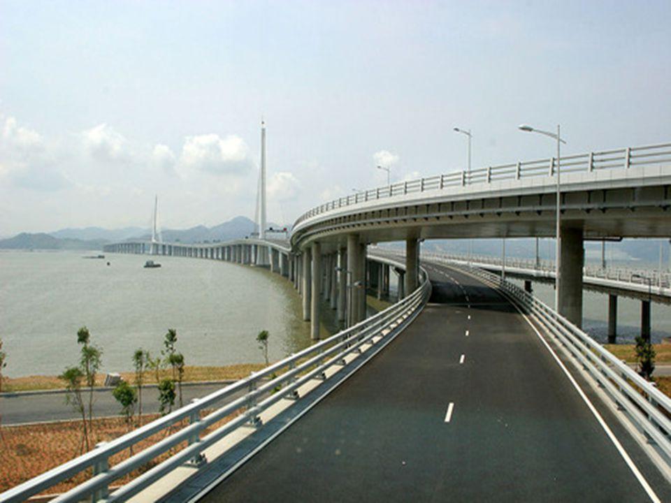 16 Hangzhou Bay Bridge Most přes zátoku Chang-čou přemosťuje mořskou zátoku Chang-čou na východě Číny, jižně od Šanghaje. Zkracuje cestu mezi Šanghají