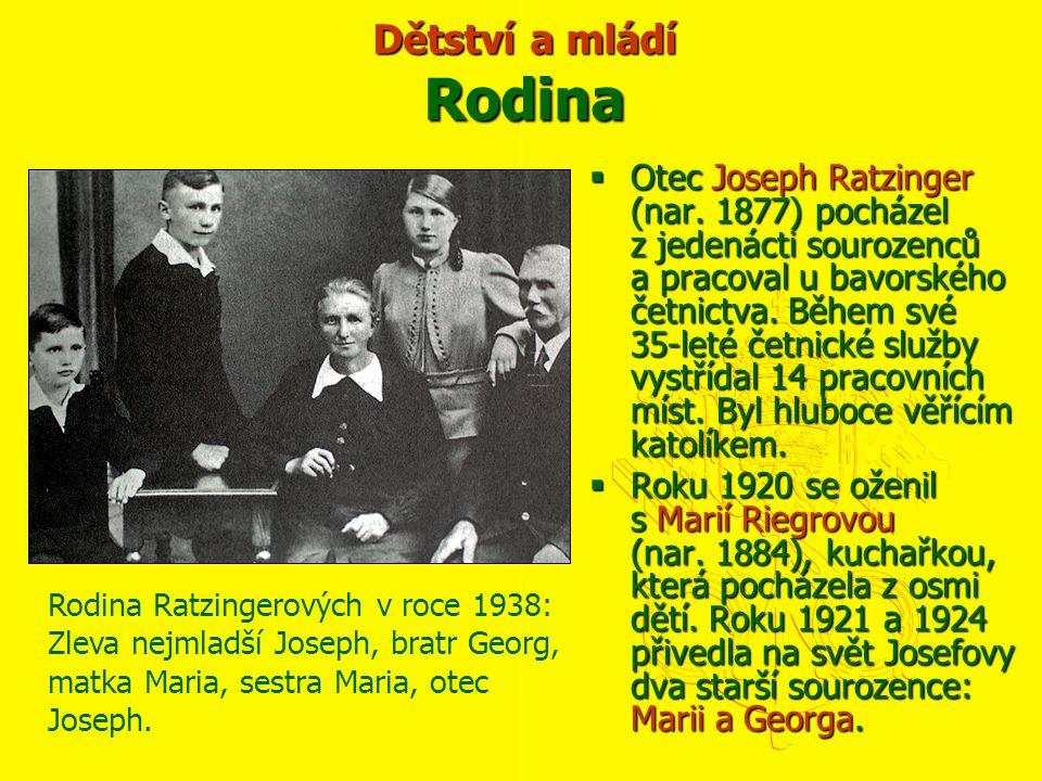  Otec Joseph Ratzinger (nar. 1877) pocházel z jedenácti sourozenců a pracoval u bavorského četnictva. Během své 35-leté četnické služby vystřídal 14