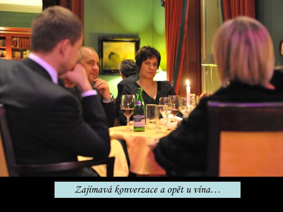 Zajímavá konverzace a opět u vína…