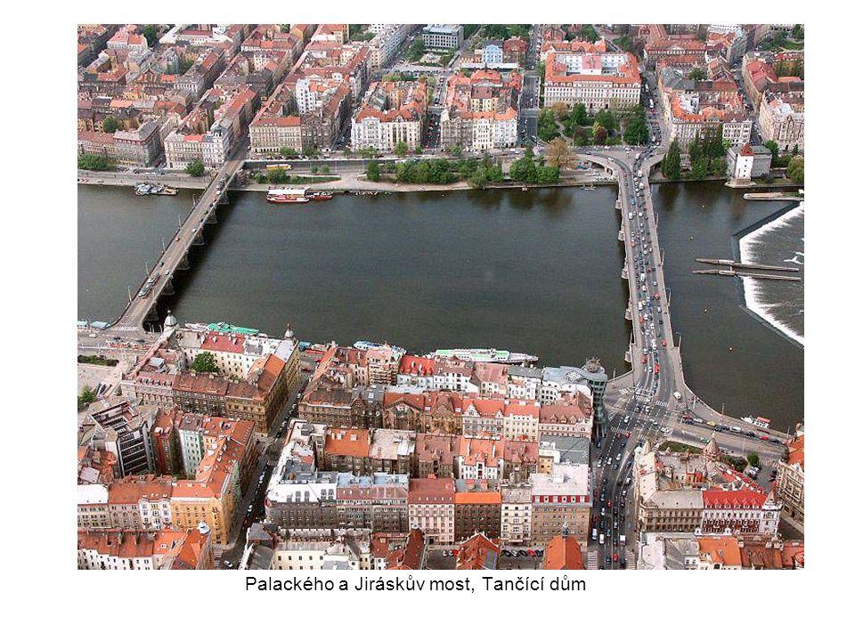 Palackého a Jiráskův most, Tančící dům