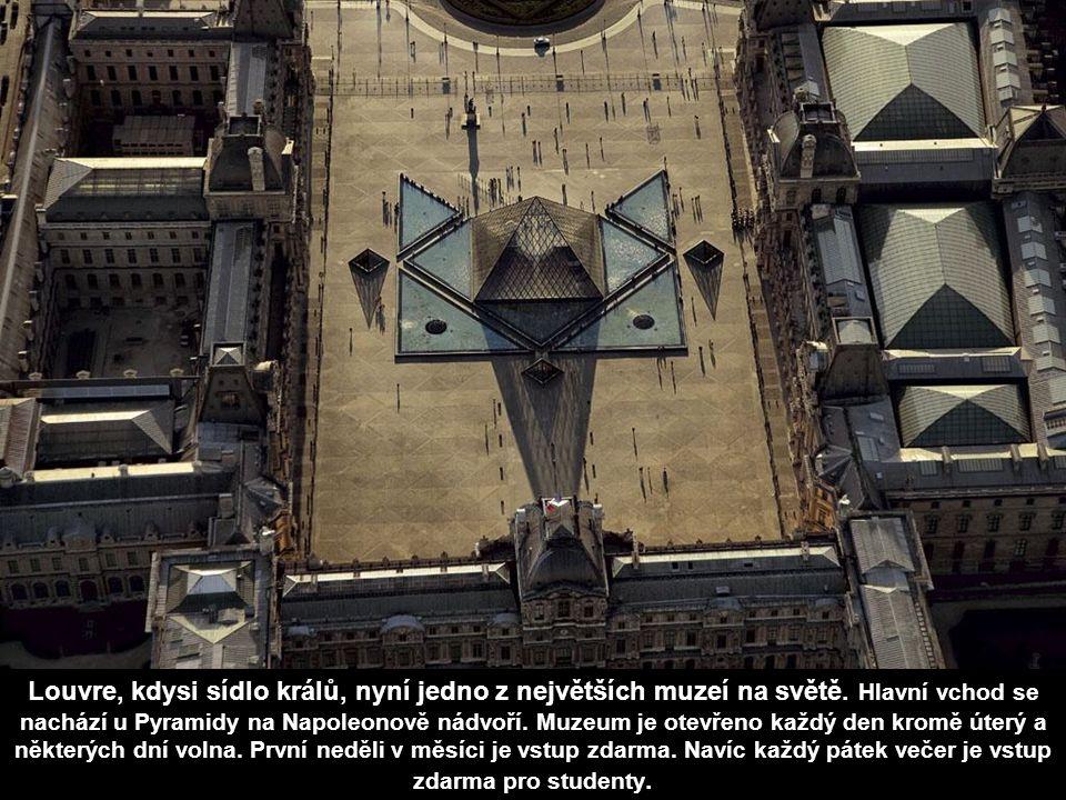 Náměstí Ludvíka Velikého je jedno z královských náměstí v Paříži, obdélník se skosenými rohy o rozměrech 213 x 146 m. Vzniklo v letech 1685-1699 na př