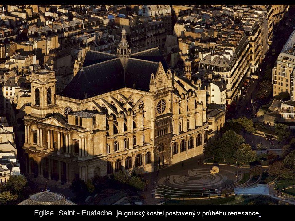 Sainte-Chapelle je gotická kaple postavena v letech 1243-1248 na přání francouzského krále Ludvíka IX.