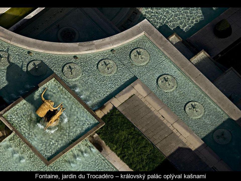 Fontaine, jardin du Trocadéro – královský palác oplýval kašnami