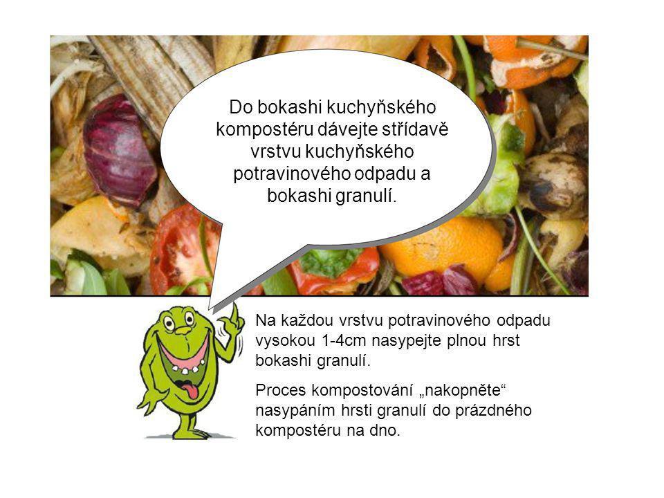 Do bokashi kuchyňského kompostéru dávejte střídavě vrstvu kuchyňského potravinového odpadu a bokashi granulí. Na každou vrstvu potravinového odpadu vy