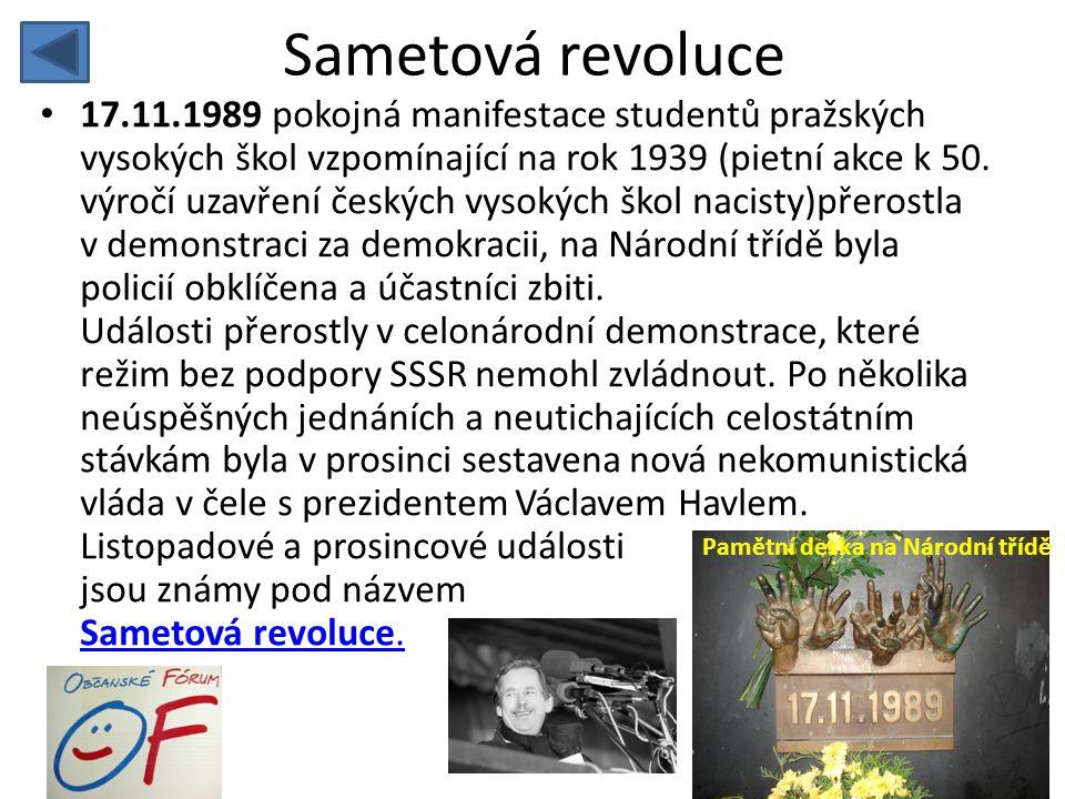 Sametová revoluce • 17.11.1989 pokojná manifestace studentů pražských vysokých škol vzpomínající na rok 1939 (pietní akce k 50. výročí uzavření českýc