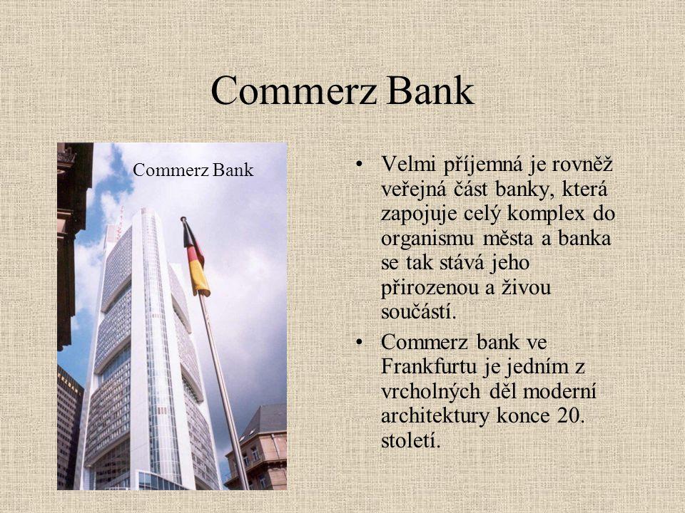 Commerz Bank •Velmi příjemná je rovněž veřejná část banky, která zapojuje celý komplex do organismu města a banka se tak stává jeho přirozenou a živou