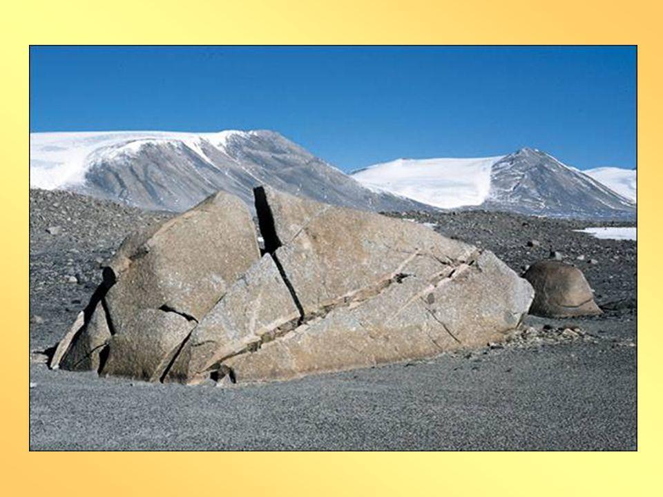 HLAVNÍ ČINITEL – ZMĚNY TEPLOTY •Kameny okolo ohniště? •Kameny na poušti?