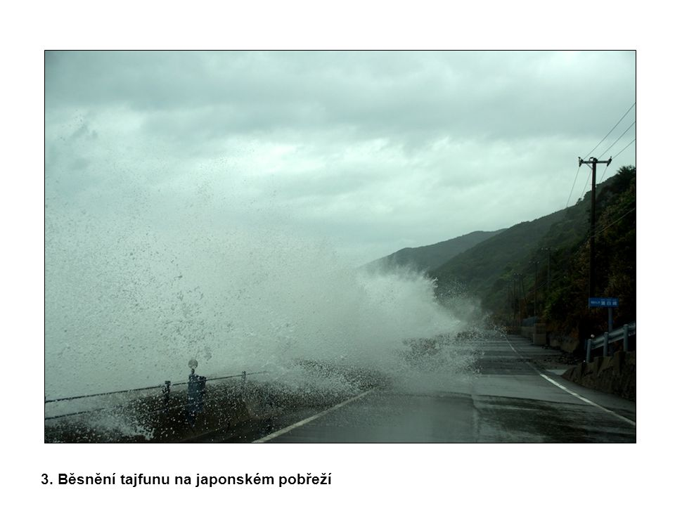 3. Běsnění tajfunu na japonském pobřeží