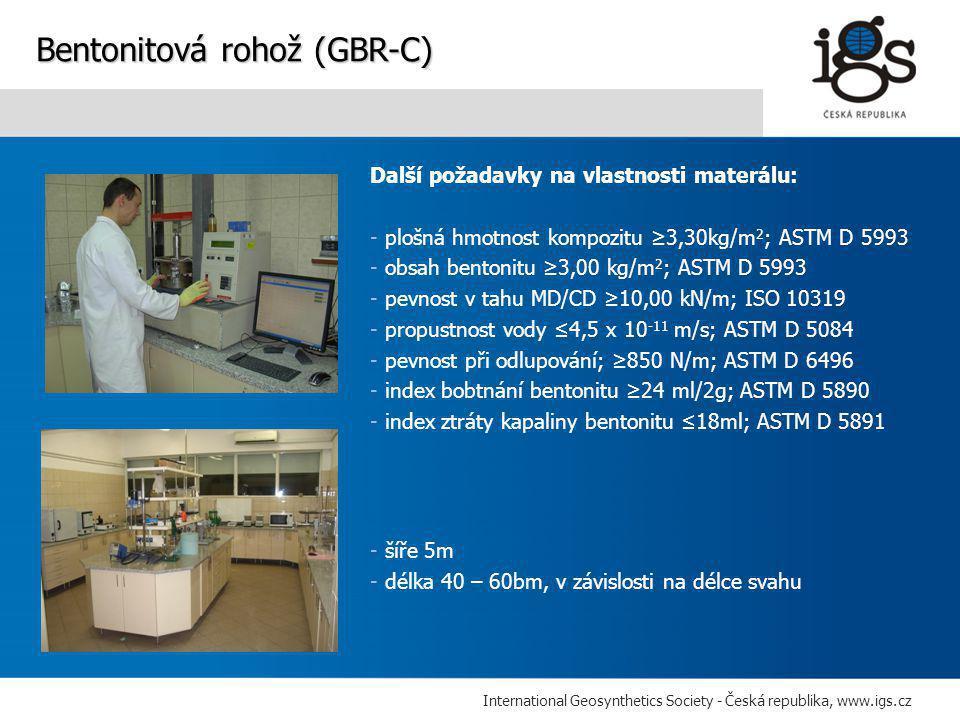International Geosynthetics Society - Česká republika, www.igs.cz Další požadavky na vlastnosti materálu: - plošná hmotnost kompozitu ≥3,30kg/m 2 ; ASTM D 5993 - obsah bentonitu ≥3,00 kg/m 2 ; ASTM D 5993 - pevnost v tahu MD/CD ≥10,00 kN/m; ISO 10319 - propustnost vody ≤4,5 x 10 -11 m/s; ASTM D 5084 - pevnost při odlupování; ≥850 N/m; ASTM D 6496 - index bobtnání bentonitu ≥24 ml/2g; ASTM D 5890 - index ztráty kapaliny bentonitu ≤18ml; ASTM D 5891 Bentonitová rohož (GBR-C) - šíře 5m - délka 40 – 60bm, v závislosti na délce svahu