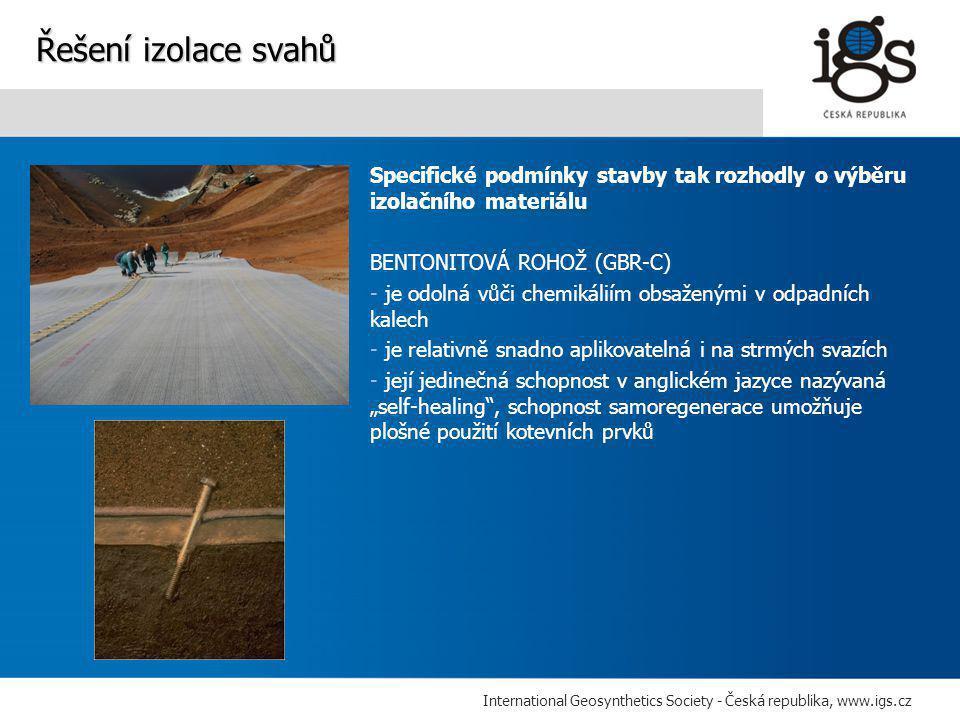 """International Geosynthetics Society - Česká republika, www.igs.cz Specifické podmínky stavby tak rozhodly o výběru izolačního materiálu BENTONITOVÁ ROHOŽ (GBR-C) - je odolná vůči chemikáliím obsaženými v odpadních kalech - je relativně snadno aplikovatelná i na strmých svazích - její jedinečná schopnost v anglickém jazyce nazývaná """"self-healing , schopnost samoregenerace umožňuje plošné použití kotevních prvků Řešení izolace svahů"""