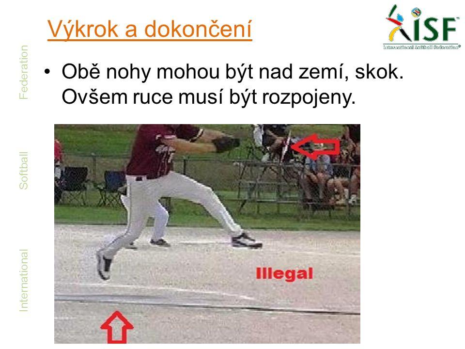 International Softball Federation •Obě nohy mohou být nad zemí, skok. Ovšem ruce musí být rozpojeny. Výkrok a dokončení