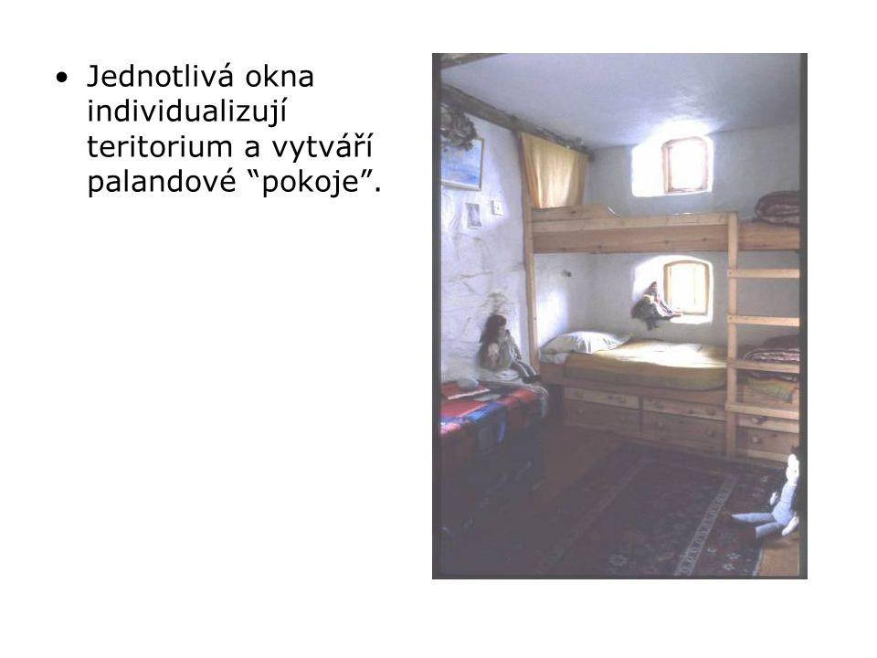 •Jednotlivá okna individualizují teritorium a vytváří palandové pokoje .