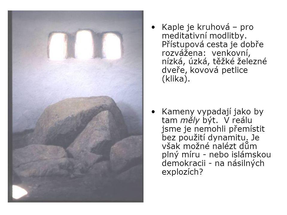 •Kaple je kruhová – pro meditativní modlitby.