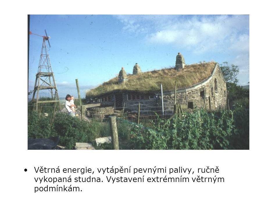 •Větrná energie, vytápění pevnými palivy, ručně vykopaná studna.