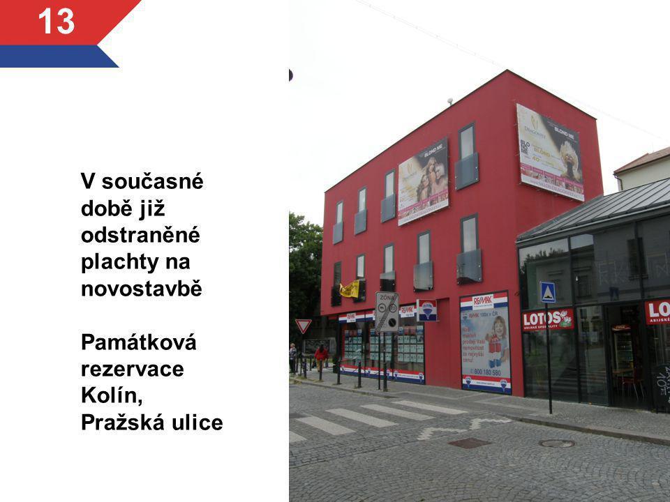 V současné době již odstraněné plachty na novostavbě Památková rezervace Kolín, Pražská ulice 13