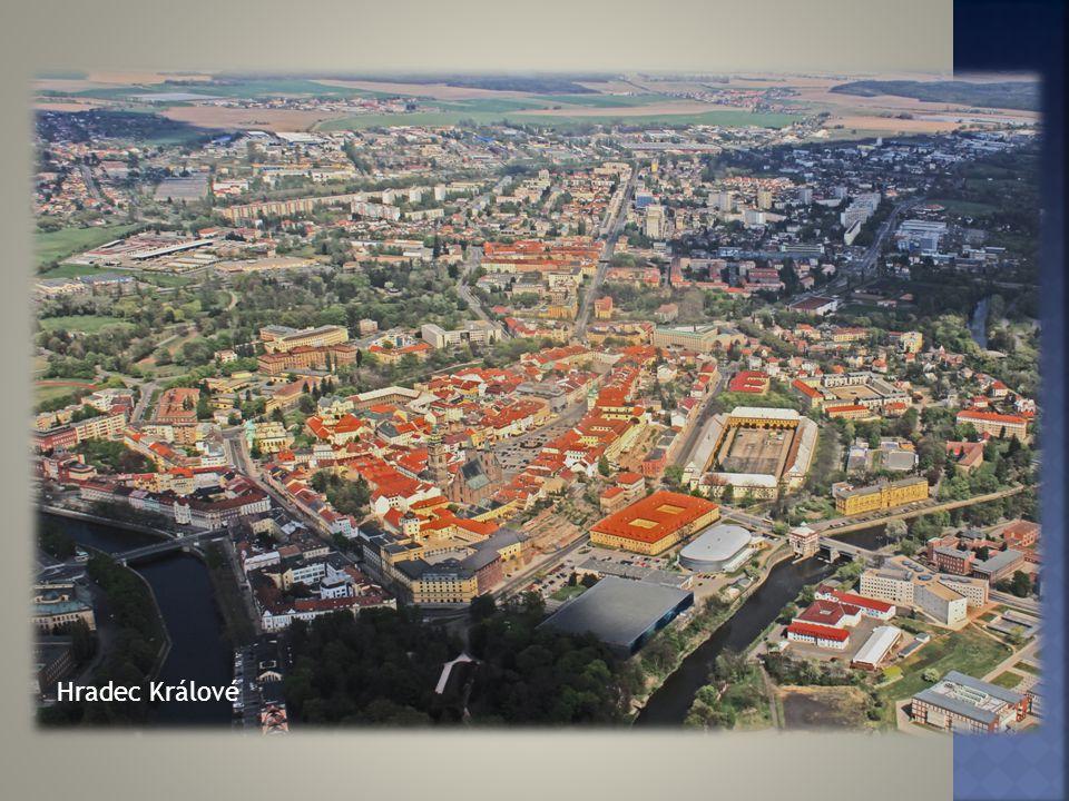 Trutnovské náměstí Náchodské náměstí, vzadu Náchodský zámek Jičínské náměstí Rychnov nad Kněžnou náměstí