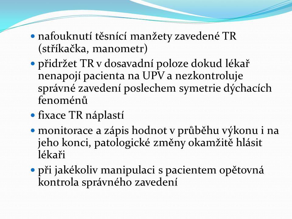  nafouknutí těsnící manžety zavedené TR (stříkačka, manometr)  přidržet TR v dosavadní poloze dokud lékař nenapojí pacienta na UPV a nezkontroluje s