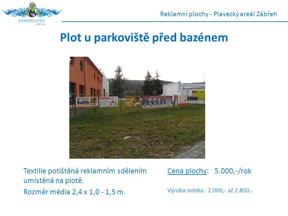 Plot u parkoviště před bazénem Textilie potištěná reklamním sdělením umístěná na plotě. Rozměr média 2,4 x 1,0 - 1,5 m. Reklamní plochy - Plavecký are