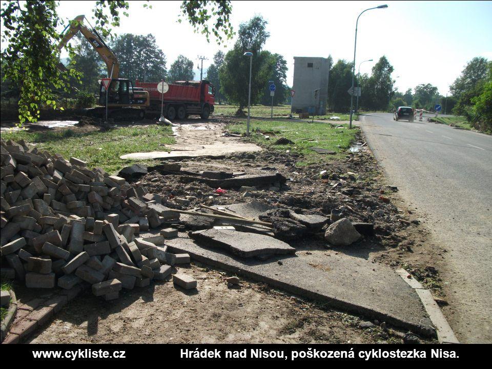 www.cykliste.czHrádek nad Nisou, poškozená cyklostezka Nisa.