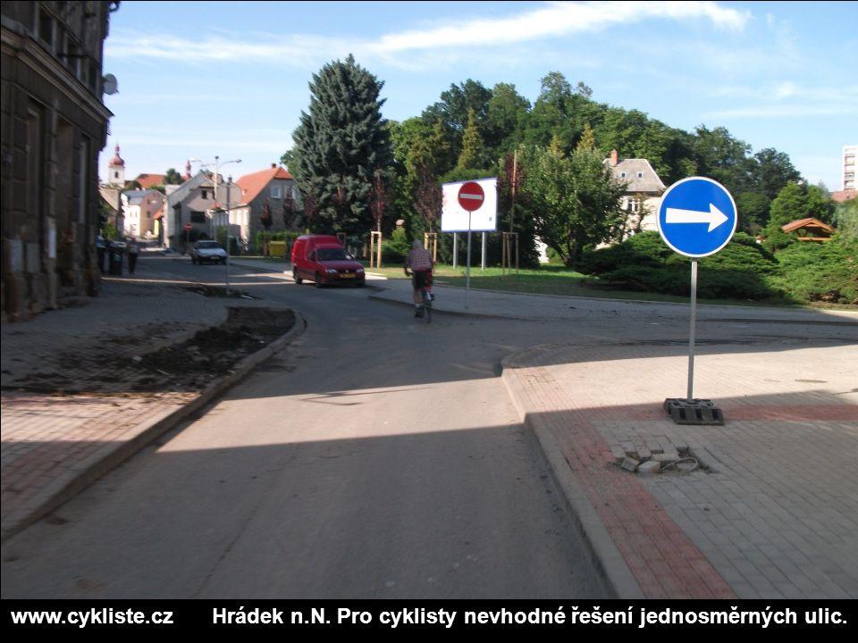 www.cykliste.cz Hrádek n.N. Pro cyklisty nevhodné řešení jednosměrných ulic.