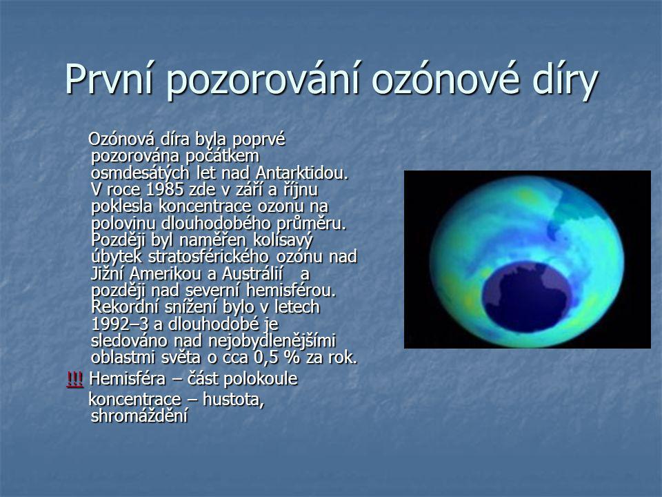 První pozorování ozónové díry Ozónová díra byla poprvé pozorována počátkem osmdesátých let nad Antarktidou. V roce 1985 zde v září a říjnu poklesla ko