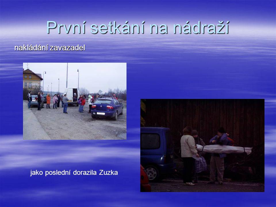 První setkání na nádraží nakládání zavazadel jako poslední dorazila Zuzka