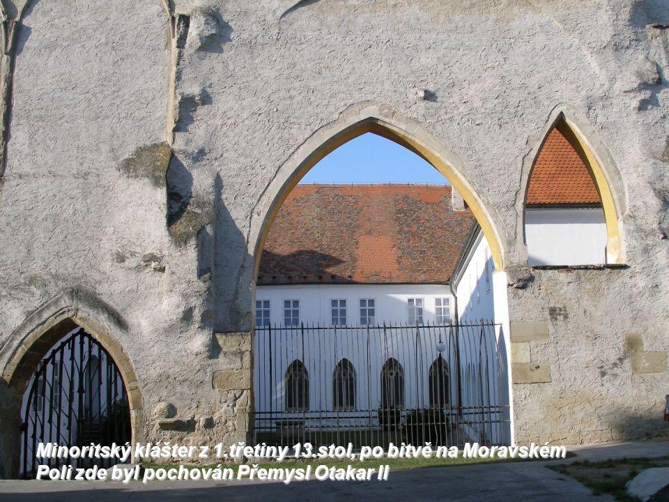 Hradiště, náznak základů velkomoravského kostela v areálu bývalého hradiště nyní statku