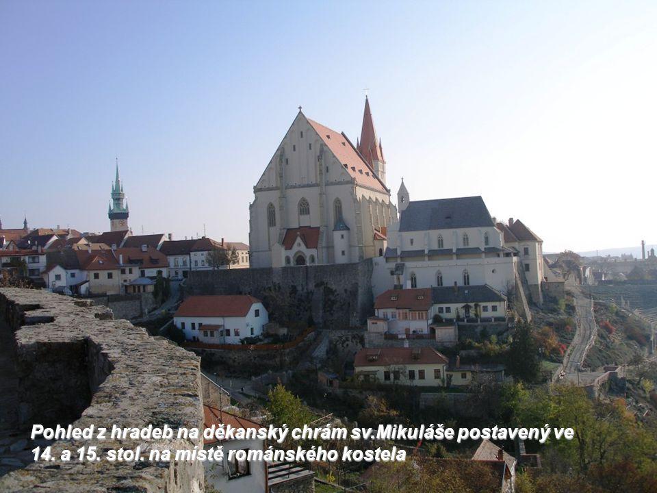 Pohled z hradeb na děkanský chrám sv.Mikuláše postavený ve 14.