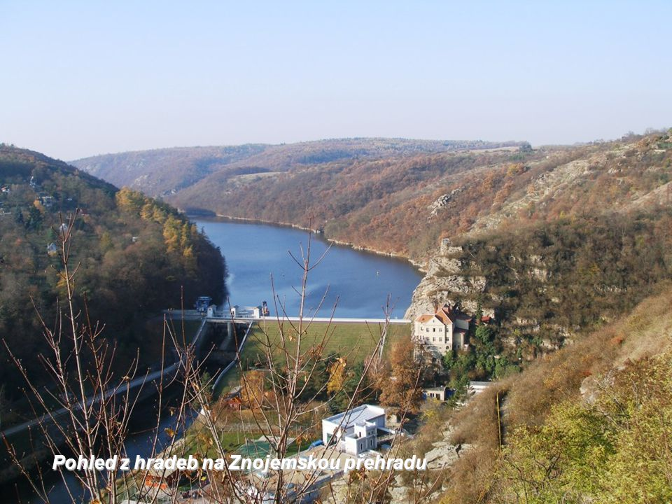 Pohled z hradeb na Znojemskou přehradu
