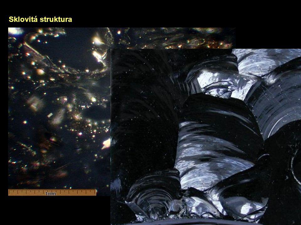 Podle absolutní velikosti zrna Velkozrnnánad 33 mmpegmatity Velmi hrubozrnná33 – 10 mmpegmatity Hrubozrnná10 – 3,3 mmpegmatity, hlubinné horniny Středně zrnitá3,3 – 1 mmhlubinné horniny Drobnozrnná1 – 0,3 mmhlubinné horniny Jemnozrnná0,3 – 0,1 mmzákladní hmota žilných hornin Velmi jemnozrnná0,1 – 0,01 mmzákladní hmota žilných hornin Celistvápod 0,01 mmzákladní hmota výlevných hornin
