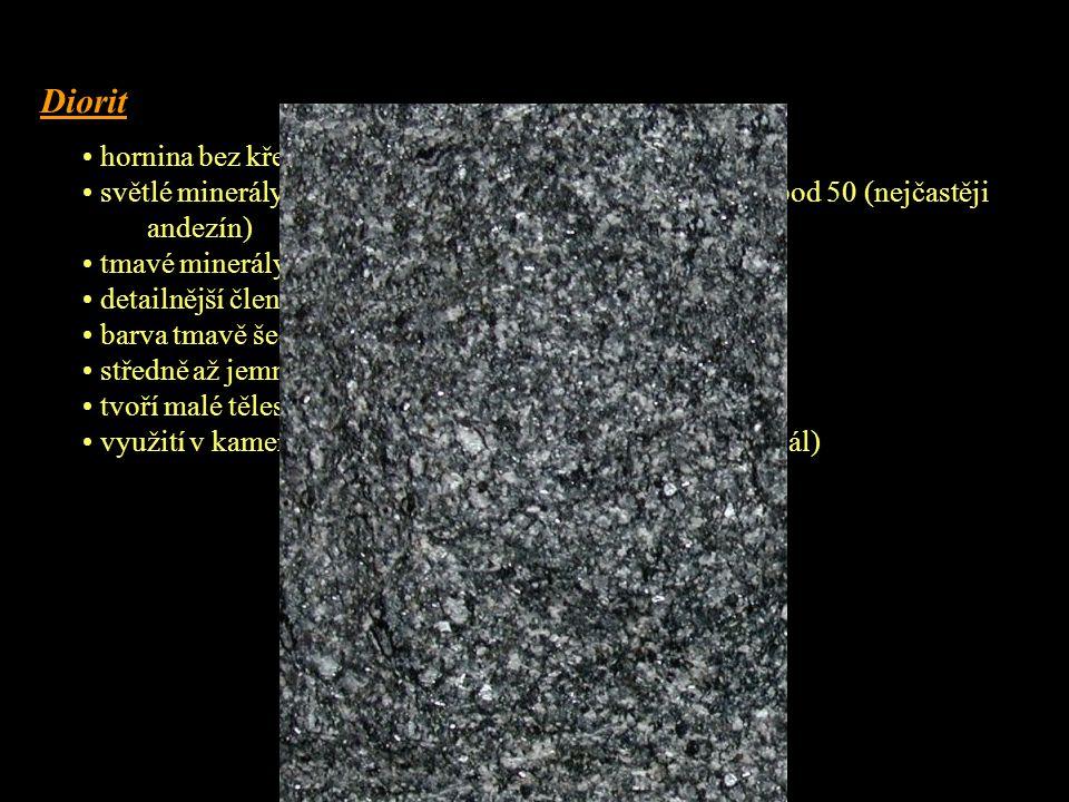 Gabro • hornina bez křemene Q = 0 – 5 % • světlé minerály zastupují z 90 % tmavé plagioklasy s An nad 50 (nejčastěji labradorit a bytownit) • barva černošedá až černá, někdy s odstínem do zelené • struktura středně až hrubě zrnitá, někdy porfyrická s vyrostlicemi augitu • textura masivní • z tmavých minerálů hlavně monoklinické pyroxeny (M = 35 – 65 %) • velmi pevná a houževnatá hornina, těžce se opracovává, leští se (obklady, náhrobky) • tvoří malá tělesa