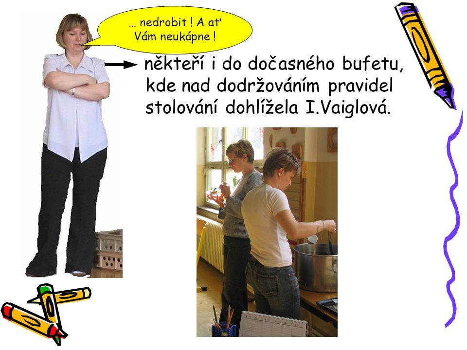 někteří i do dočasného bufetu, kde nad dodržováním pravidel stolování dohlížela I.Vaiglová.
