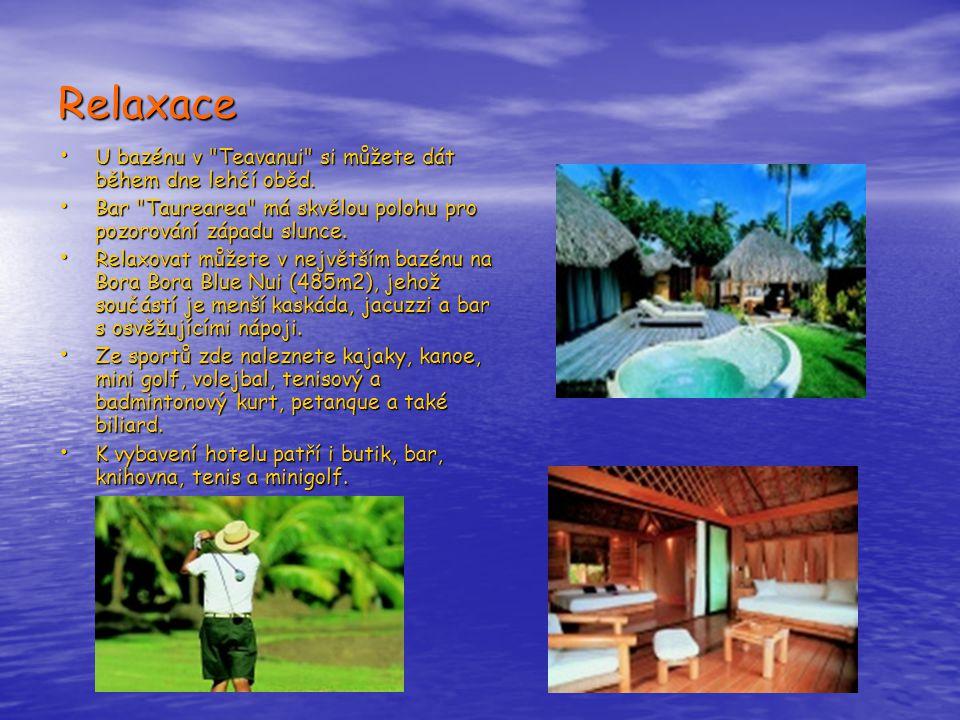 Relaxace • U bazénu v Teavanui si můžete dát během dne lehčí oběd.