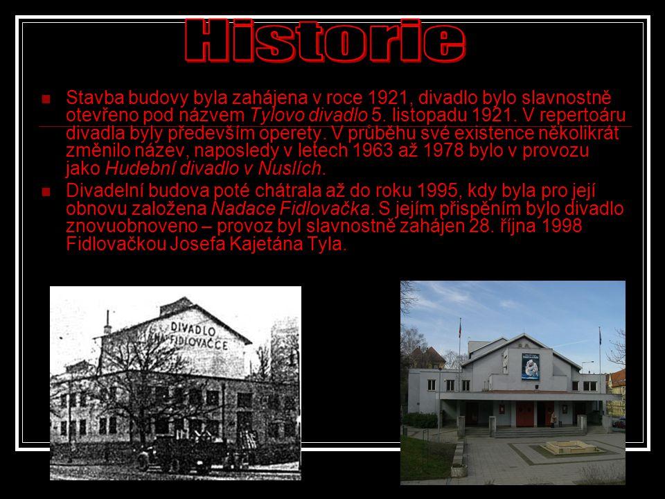  Stavba budovy byla zahájena v roce 1921, divadlo bylo slavnostně otevřeno pod názvem Tylovo divadlo 5. listopadu 1921. V repertoáru divadla byly pře