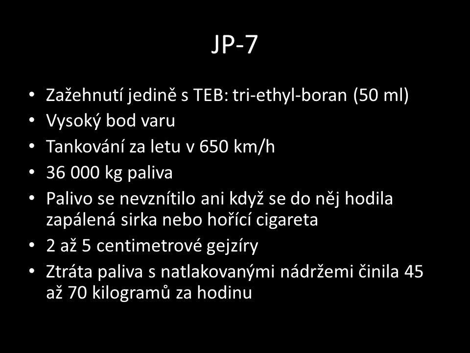JP-7 • Zažehnutí jedině s TEB: tri-ethyl-boran (50 ml) • Vysoký bod varu • Tankování za letu v 650 km/h • 36 000 kg paliva • Palivo se nevznítilo ani když se do něj hodila zapálená sirka nebo hořící cigareta • 2 až 5 centimetrové gejzíry • Ztráta paliva s natlakovanými nádržemi činila 45 až 70 kilogramů za hodinu