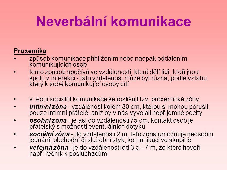 Neverbální komunikace Proxemika •způsob komunikace přiblížením nebo naopak oddálením komunikujících osob •tento způsob spočívá ve vzdálenosti, která d