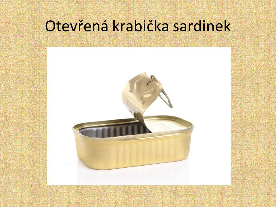 Otevřená krabička sardinek