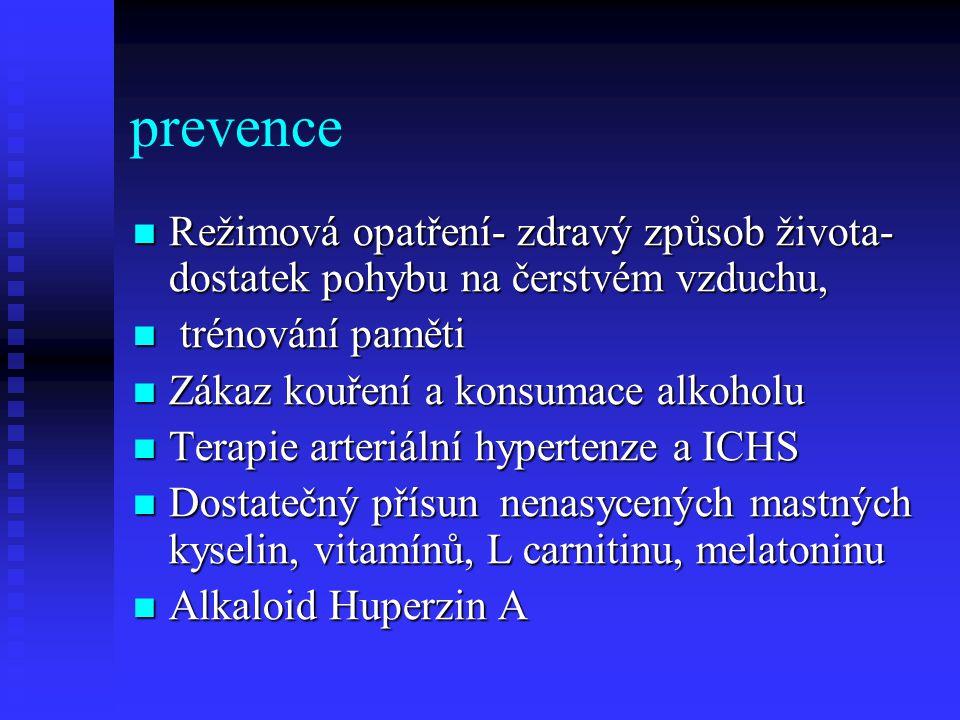 prevence  Režimová opatření- zdravý způsob života- dostatek pohybu na čerstvém vzduchu,  trénování paměti  Zákaz kouření a konsumace alkoholu  Terapie arteriální hypertenze a ICHS  Dostatečný přísun nenasycených mastných kyselin, vitamínů, L carnitinu, melatoninu  Alkaloid Huperzin A
