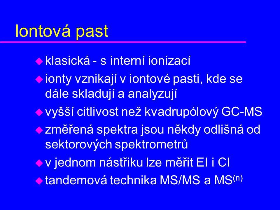 u klasická - s interní ionizací u ionty vznikají v iontové pasti, kde se dále skladují a analyzují u vyšší citlivost než kvadrupólový GC-MS u změřená spektra jsou někdy odlišná od sektorových spektrometrů u v jednom nástřiku lze měřit EI i CI u tandemová technika MS/MS a MS (n)
