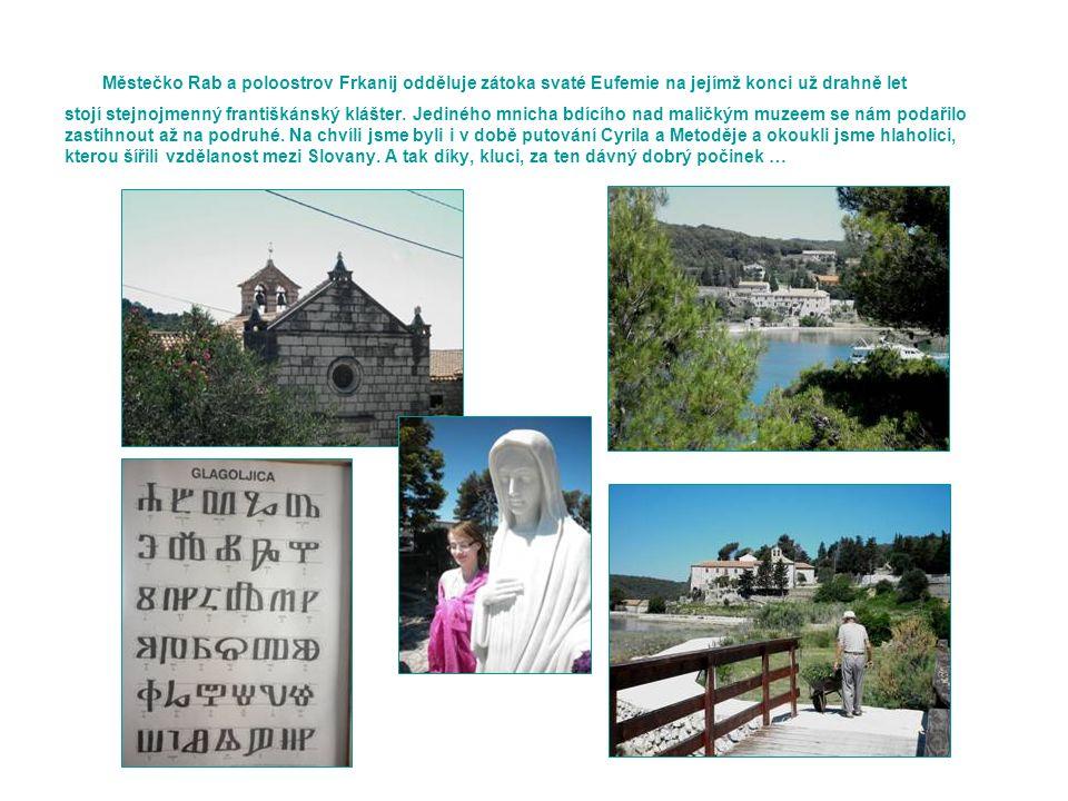 Městečko Rab a poloostrov Frkanij odděluje zátoka svaté Eufemie na jejímž konci už drahně let stojí stejnojmenný františkánský klášter.
