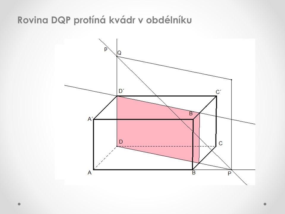 Řez kvádru rovinou DQP protíná přímku PQ v bodech XY, což jsou průsečíky přímky PQ s kvádrem